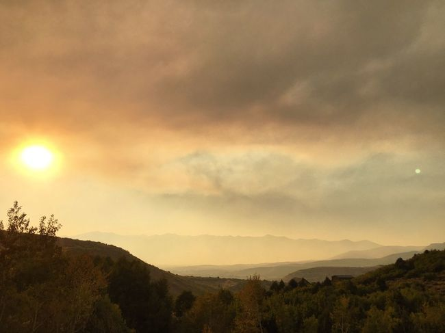 heavy smoke tonight here at the house. i hope all the brave firefighters in Spanish Fork area stay safe while tackling this monster. ☁️⛰☁️ #polecreekfire Wildfiresmoke Hebervalley Wasatch Back Utah Wasatch County Sky Scenics - Nature Cloud - Sky Tree Beauty In Nature Plant Landscape