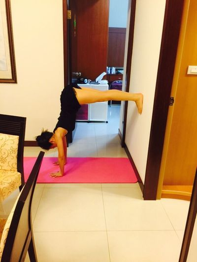 1st day can't crawl on the wall; 2nd day 90 degrees Handstand ♥  Yoga Girl Getting Better Fast Leaner I Can Do This
