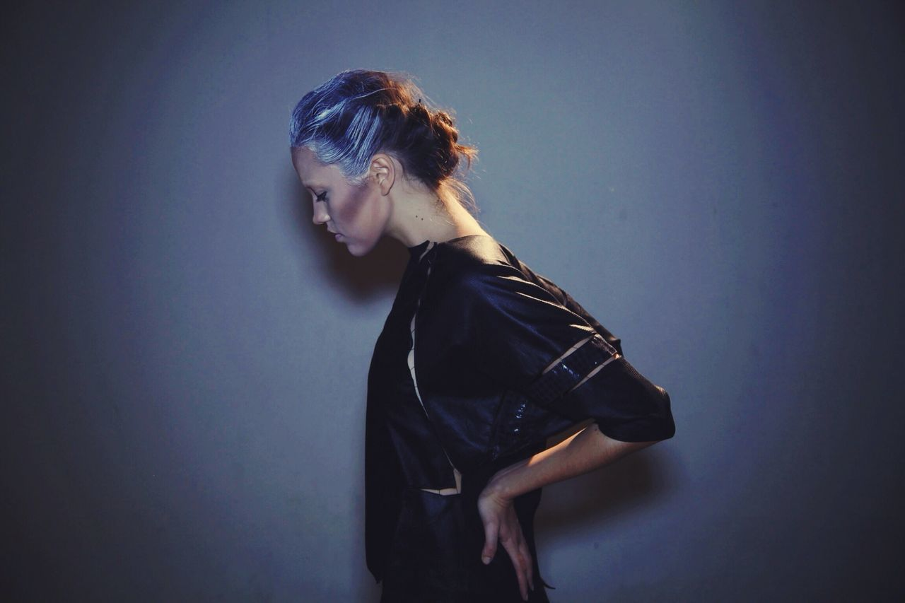 studio shot, one person, young adult, young women, side view