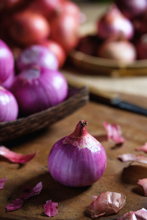 Close-up Focus On Foreground Food Food And Drink Freshness Fruit Garlic Garlic Clove Healthy Eating Indoors  Ingredient Onion Pink Color Purple Selective Focus Still Life Table Vegetable Wellbeing Wood - Material