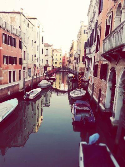 Venezia Sole Goccie D'acqua Cielo Specchio Ponte Palazzo Motoscafi Gondola - Traditional Boat Water City Canal Reflection Sky Architecture Building Exterior Built Structure