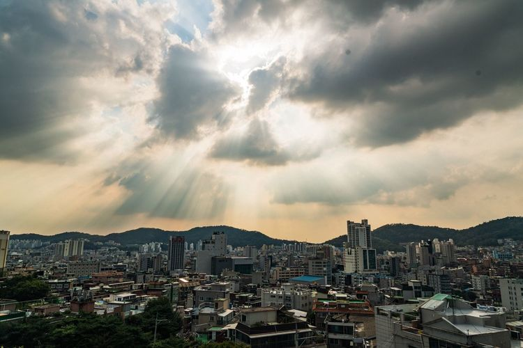 Sky And Clouds Building Exterior Architecture Built Structure City Cloud - Sky Transportation Sky Cityscape Seoul, Korea EyeEm Korea Mode Of Transport Tall - High Residential District Cloudy Mountain Range Outdoors Sunbeam Office Building Development Skyscraper City Life