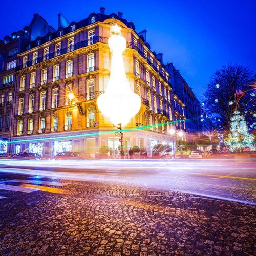 Christmas in Paris! Bonsoir Paris! Illuminated Night City Parisweloveyou Christmas Paris EyeEm Best Shots Paris ❤ Christmas Decorations Christmas Time Christmas Lights Photooftheday Eyem Best Shot - Architecture