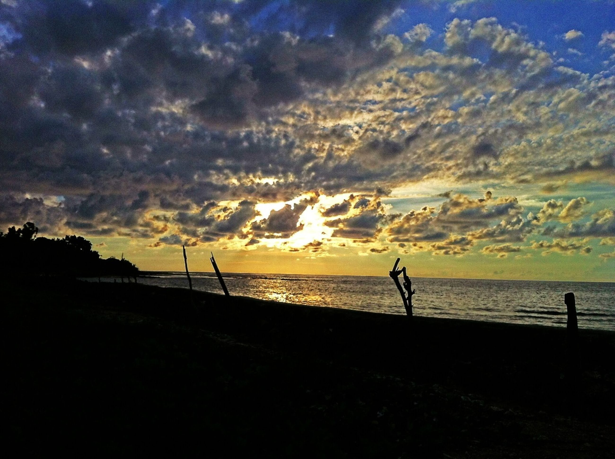 silhouette, sea, sky, water, sunset, scenics, tranquil scene, horizon over water, tranquility, beauty in nature, beach, cloud - sky, nature, idyllic, shore, cloud, dramatic sky, dusk, calm, cloudy