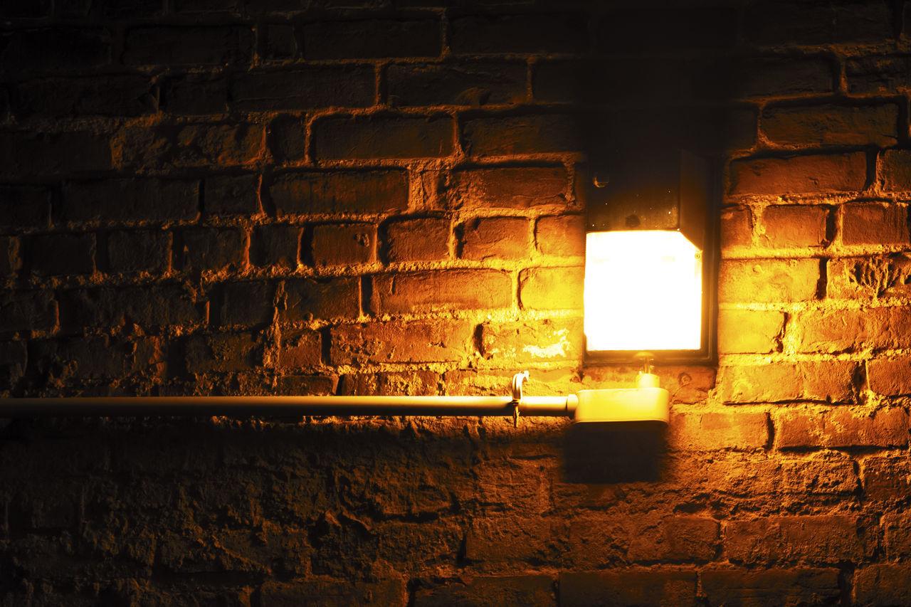 ILLUMINATED ELECTRIC LAMP ON WALL