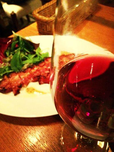 ディナーに行ったらグラスワイン赤をサービスしてもらいました。なんでだろーと思ってたけどボジョレー解禁日!ごちそう様です♡
