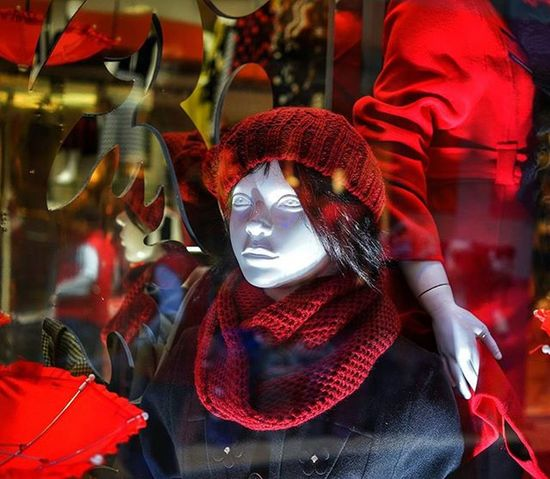 Short but sweet stay in Istanbul. I don't tend to shop much when abroad, but that doesn't stop me from checking things out Mannequins and reflections are a pair of favorites that often catch my eye. Red doesn't hurt either.