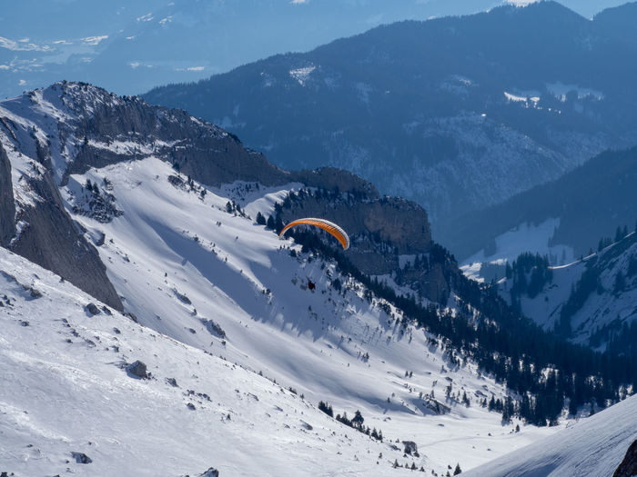 Paraglider takes a ride from pilatus mountain