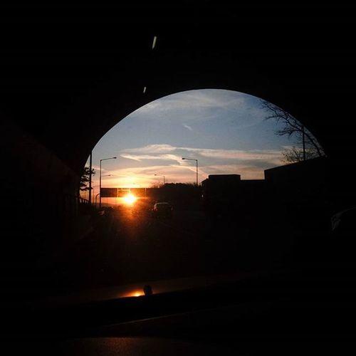 출근길에 출근중 외로운 아침햇살 드라이빙 매일 이 터널을 지나면 RealWorld