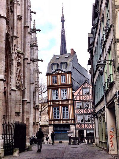 Chapeau pointu Rouen Building Exterior Architecture Toit Rouen, France Chapeau Roof Historical Building