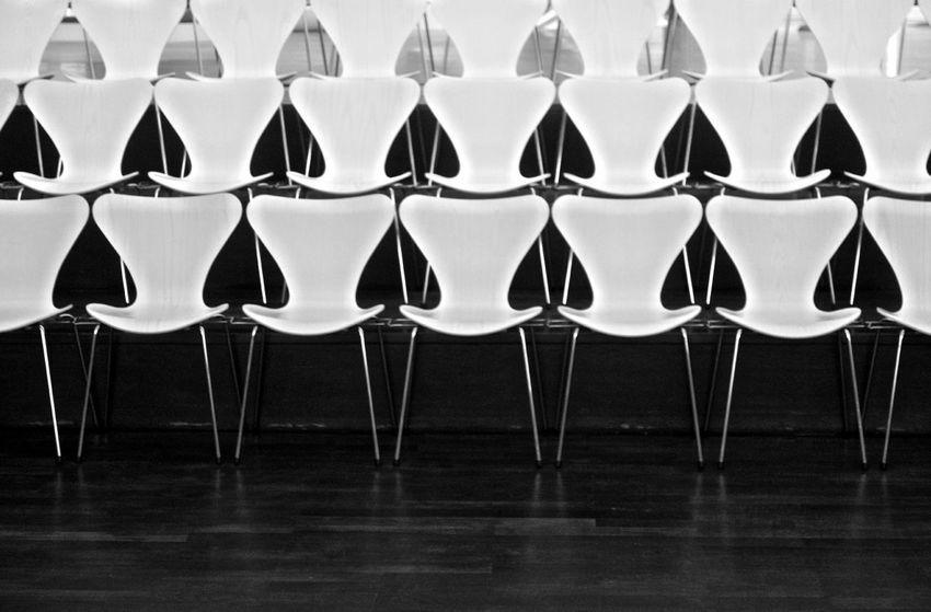 B/W Photography Chairs Empty Freier Stuhl Large Group Of Objects Moderndesign Place Setting Platz Frei Stühle Wo Möchten Sie Sitzen
