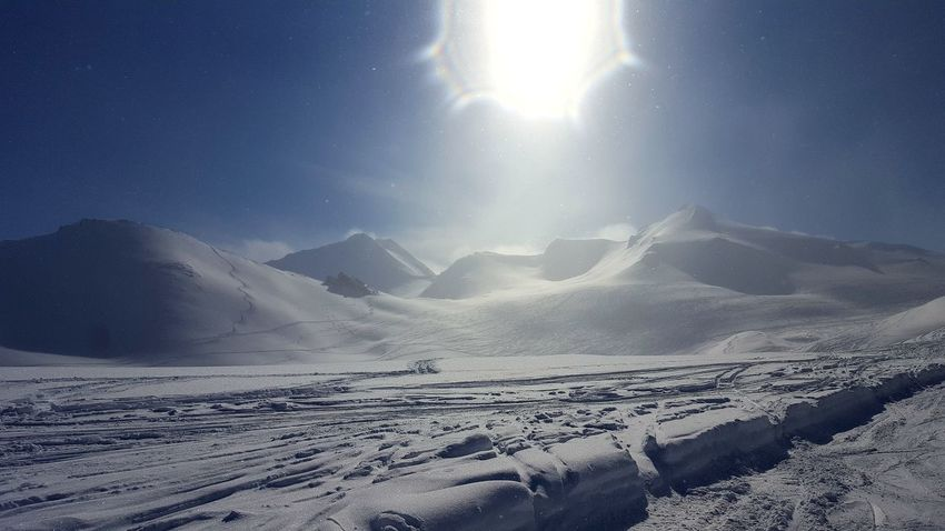 Cold Temperature Snow Mountain Nature Winter Landscape Scenics Beauty In Nature Sunlight Outdoors Sky Day Frozen