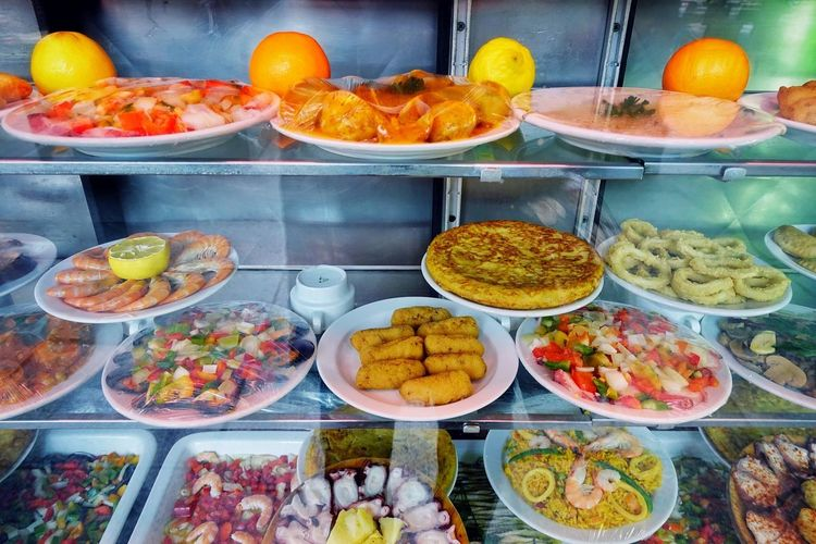 Spanish Spanish Food Tapas Tapasbar Mercado Madrid Madrid Spain SPAIN Seafoods Plates Shrimps Fast Food Paella! Paella De Marisco Calamares Traditional Food Fruit Choice Variation Plate Buffet Food And Drink Blood Orange Citrus Fruit Orange - Fruit For Sale Various Display Stall Shop
