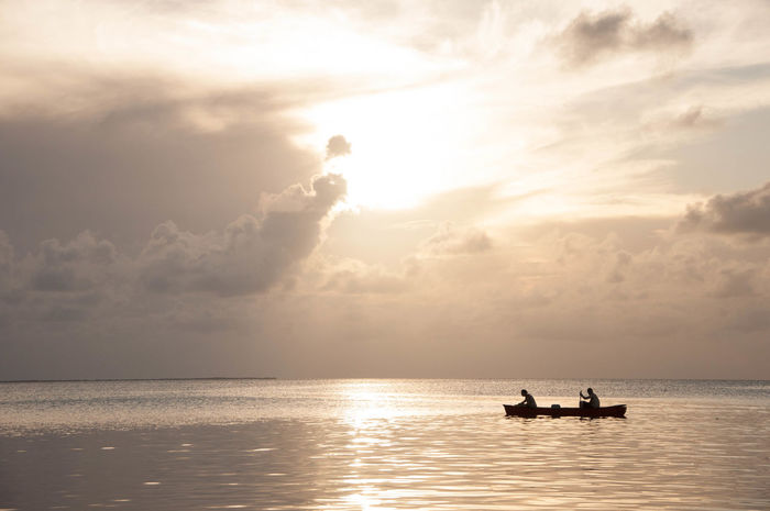 Atmospheric Mood Boat Cloud Cloudy Escapism Getting Away From It All Horizon Over Water Kanu Kayak Light Silhouette Sky Landscapes With WhiteWall Sunset Tranquil Scene Vacations Q QiWeekend Activities Travel Going The Distance On A Boat The Best From Holiday POV Caye Caulker The Essence Of Summer