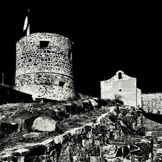 L A G A R D E Au sommet du Rocher, la tour et la chapelle Romane. Igersfrance Igerstoulon Toulon PACA Méditerranée Toulonforever Monbeauquartier TPM LaGarde Chapelleromane