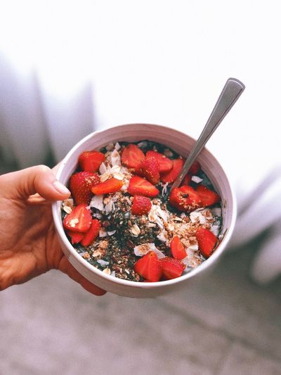 The Amazing Grass Bowl Healthybowl Vegan Food Vegan Breakfast Health Human Hand Hand Food And Drink Bowl Food Healthy Eating Holding Berry Fruit Kitchen Utensil Freshness One Person Wellbeing Spoon Eating Utensil Real People Breakfast Fruit Human Body Part Meal Strawberry