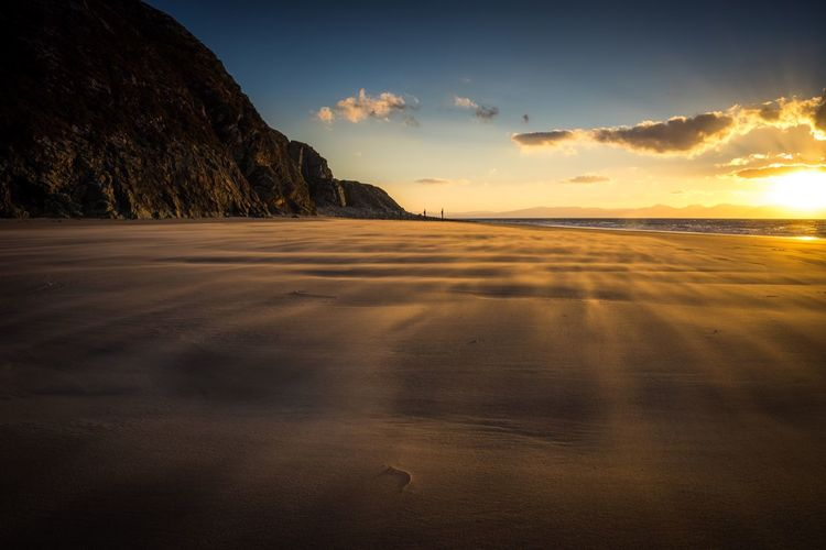 Stiff breeze at sunrise Sun Beach Sea Sunrise Cloud Mountain Sand Seascape Motion Wales Sonyalpha Sonya7r