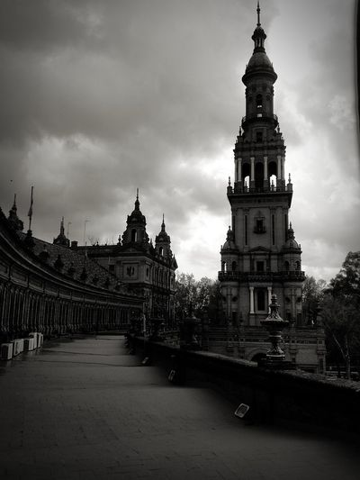Architecture Sky Travel Destinations Scenics Dramatic Sky Tranquility No People City Life Walking Around Streetphotography Turistic Places Sevilla, España SPAIN Architecture Architecturephotography Cultures The Past Lifestyle Travel Tourism History City Blackandwhite Photography Plaza De España Storm Clouds