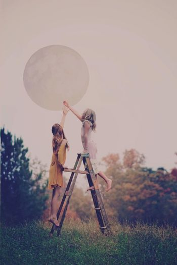 """Never stop looking up"" Full Length Photography Photographer Beauty In Nature Beauty Moon Kids Sisters EyeEm Best Shots Eye Em Nature Lover Pose Advertising Adventure Outdoors Photography Themes"
