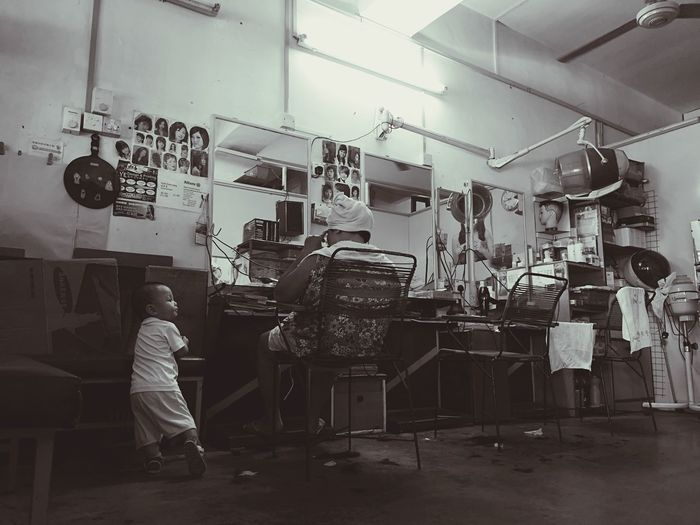 Busy body Barber Barbershop Hair Hairstyling Busybody Baby Starring At Oldbarbershop Photography Themes Full Length Occupation