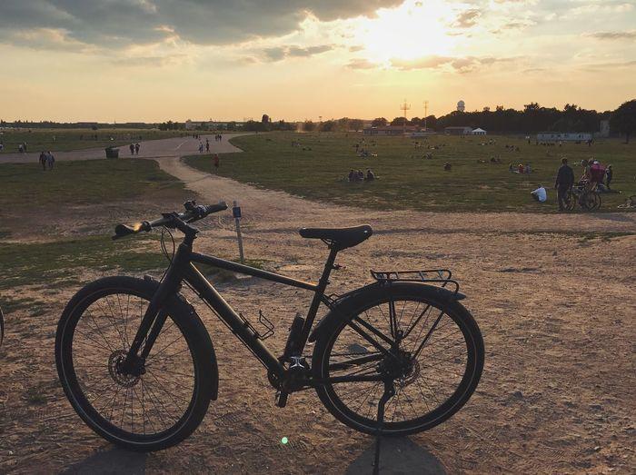 Bicycle Sunset Sunlight Beauty In Nature Bike Fahrrad Tempelhofer Feld Tempelhof Airport Berlin Berlin Photography Berliner Ansichten Berlindubistsowunderbar Cube Cube Bikes Golden Hour Sunset_collection