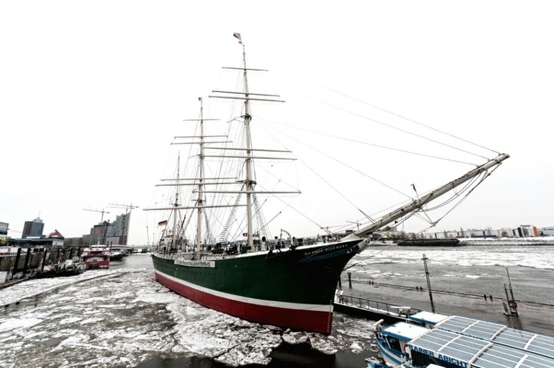 Ice Winter Hamburg Sailboat Welovehh Harbour Insights