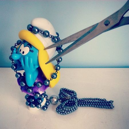 """Oh no! I've been kidnapped tangling in the pearl necklace! Someone wants to cut my blond hair!"" Smurfette shouted, ""HELP! HELP!"" Thesmurfs Smurfs Schlumpf Smurfette  tangled blondhair pearl necklace scissors help"