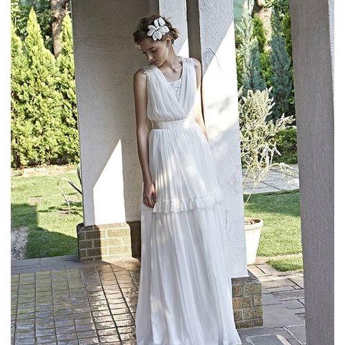 http://www.cliomariage.com 【マルシェフォーウエディング】のクリオマリアージュブースでご紹介予定のドレスのお知らせです。 フロントスタイルではアールデコな感じが漂う背中のレースが際立つ楊柳シフォンのドレス。。。 たっぷりとしたギャザーによって豪華さも感じられる仕上がりとなってます。。。。 こんなのあったら良いねを形にしたクリオマリアージュの拘りの逸品です。 会場で新作を見ていただけるのが楽しみです♫ ウェディングドレス クリオマリアージュドレス ドレス Cliomariage Weddingdress Dress ドレス カラードレス クリオマリアージュ ガーデンウエディング Wedding ウェディング 結婚 結婚式 結婚式準備 タキシード アクセサリー ヘッドドレス ギフト ブライダル Fashion ファッション ナチュラル プロポーズ 渋谷 婚纱撮影前撮りプレ花嫁記念日結婚準備