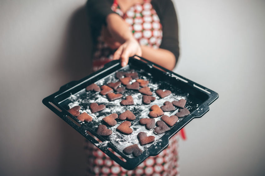 Girl holding baking tray with burnt gingerbread cookies Gingerbread Gingerbread Cookie Nikon Z7 Profoto Profoto B2 Unsuccessful Biscuits Burnt Burnt Cookies Midsection One Person Indoors  Holding Adult Hand Women Human Hand Lifestyles Real People Preparation  Focus On Foreground Food And Drink Human Body Part Standing Front View Food Close-up Preparing Food