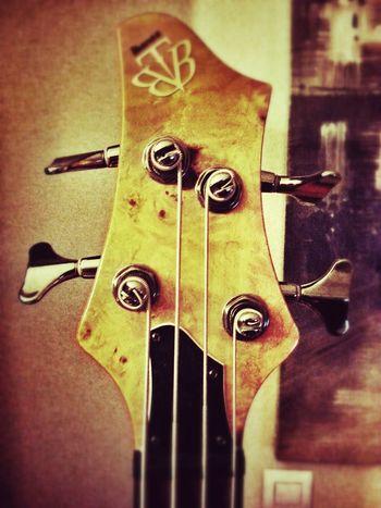 Bass guitar Ibanez Movilgrafias Enjoying Life