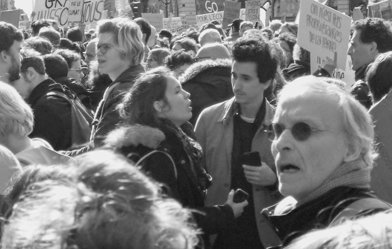 Demonstration Démonstration For Environment Waiting For The Beginning People Photography Streetphotography Blackandwhite Photography Men Women