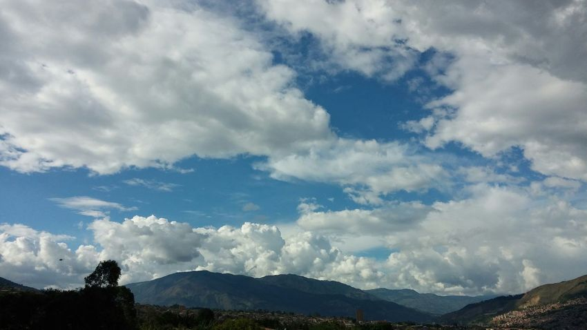 Sky And Clouds Sky_collection Horizon Taking Photos Bring Me The Horizon Medellín No Edit/no Filter Popular Photos