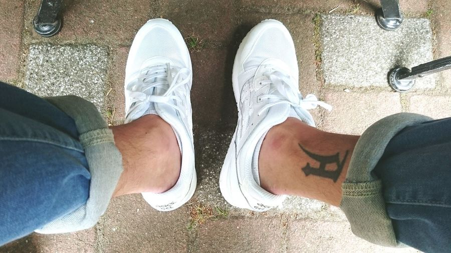 Newtrainers Asics Tiger Gellyte3 White Tattoo Jeans Rollup