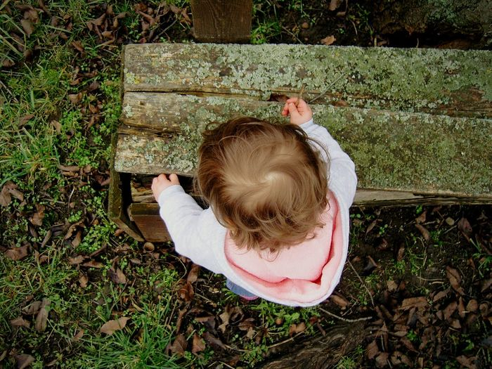 cleaning everywhere Cleaning Time Everywhere Cleaning Gardening Garden_explorer Exploring Explorer ExploreEverything Exploring Nature Explore Nature Garden Little Explorer From Above  Point Of View Tinyworld Tiny Fingers Little Hands Little Fingers Patio Patin Patina Hard Work Gardener Little Gardener
