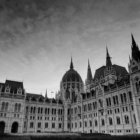 Finally I've developed the film I shot with Pentaconsix 2 weeks ago. This was the first time I used a Mediumformat camera. And there are some bad shots but I'm quite happy with the result. Budapest Parlament Analog Blackandwhite Blackandwhitephotography Architecture Cityscape