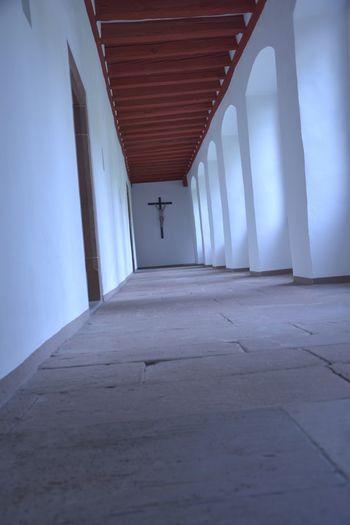 Klostergang im Stift Neuburg bei Heidelberg. Kloster Monastery Stift Neuburg