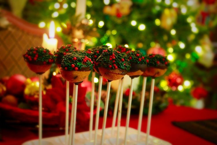 Christmas Cake Christmas Treats Chocolate Indulge Winter Cake Pops Red And Green Holiday Christmas Colors Christmas Tree Food Dessert Indulgence Sprinkles Colored Sprinkles