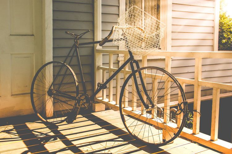 Let's go on a ride ☀️☀️☀️ Bicycle Mode Of Transport Transportation Basket Wood - Material Old-fashioned No People Outdoors Wheel Land Vehicle Day Food Building Exterior Ladyphotographerofthemonth Southern Living Texas Summertime Summer Breathing Space Vintage Vintage Bike Old Antique Romantic Place Porch