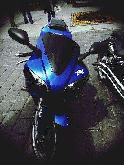 Yamaha R1:-)