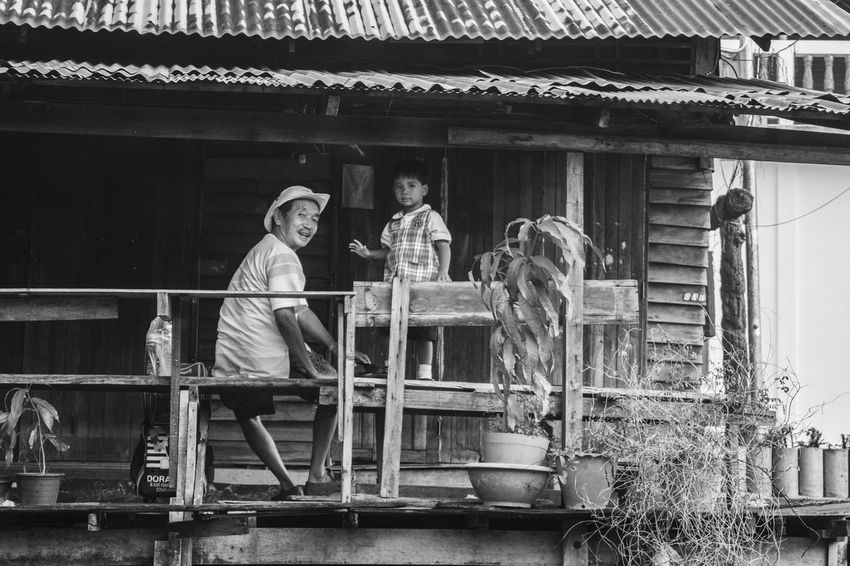Bambino Bangkok Bianco E Nero Biancoenero Black And White Blackandwhite Child Man Persons Streetphotography Thailand Thailandia Uomo
