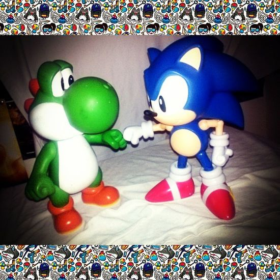 Sonic meet new friends! Yoshi Sonicthehedgehog Nintendolove Sega Crossover Makingfriends Gamepower Classic