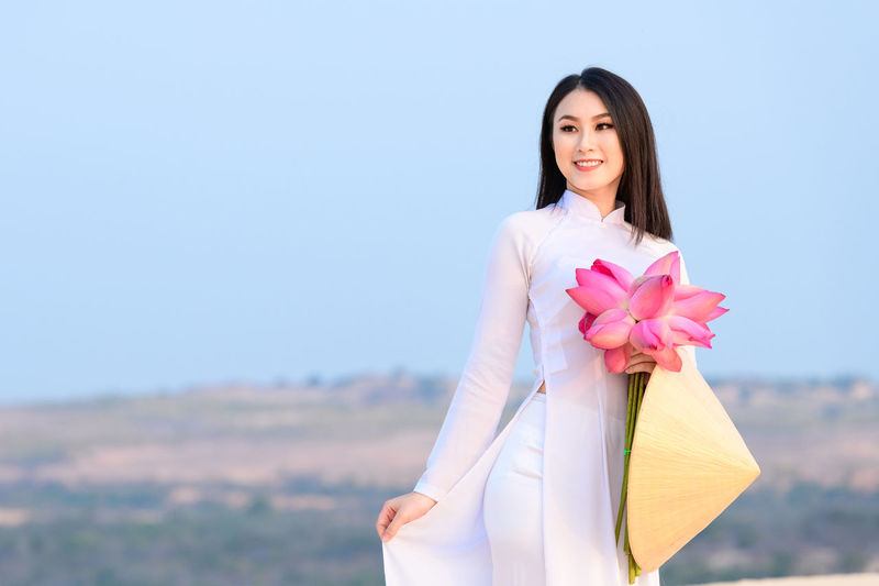 Vietnamese woman with traditional clothes One Person Woman Vietnam Vietnamese Ao Dai Traditional Clothing Traditional Clothing Asian Culture Sand Dune Beach Desert Fashion Leisure Activity Relaxing Travel Destinations Mui Ne Scenics - Nature Landscape Famous Place Happiness Vacations Tourist Travel
