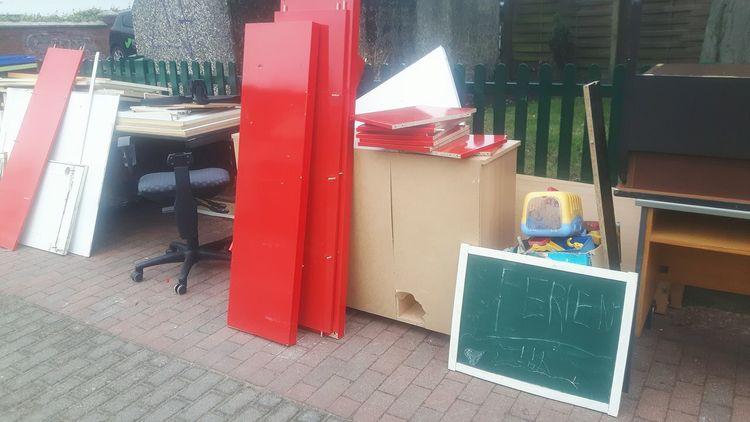 Red Multi Colored No People Outdoors Day Close-up Sperrmüll Ferien Bulky Waste Ferien! Bulky Refuse Sperrmüllabfuhr Items To Go Zu Verschenken Kleinstadt Scenics