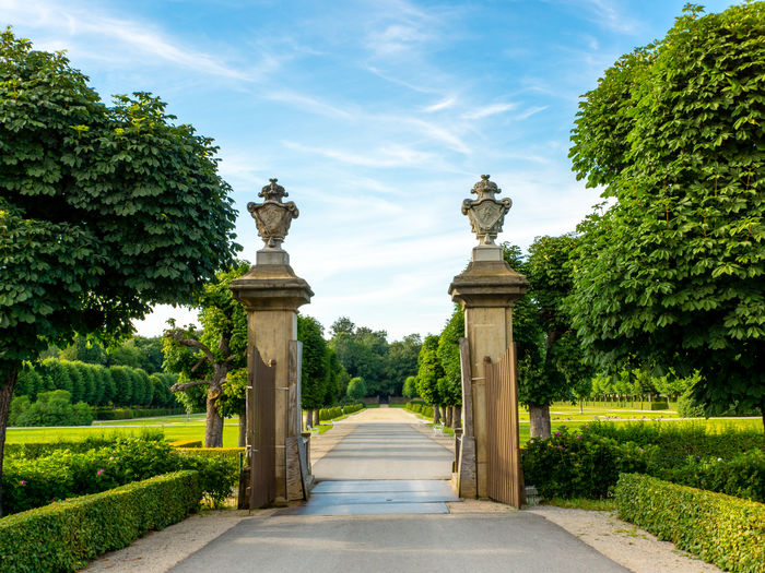 Park von Schloss Moritzburg Architectural Column Cloud Cloud - Sky Day Footpath GERMANY🇩🇪DEUTSCHERLAND@ Grass Green Green Color Growth Lawn Moritzburg  Nature No People Outdoors Plant Saxony Sky Sunlight The Way Forward Tranquil Scene Tranquility Travel Destinations Tree Walkway