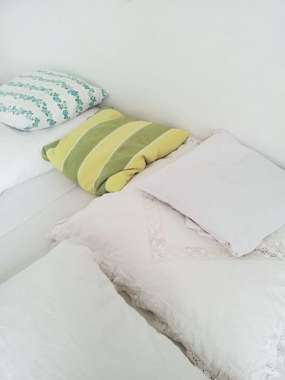Pillows Bed White Color Green Color