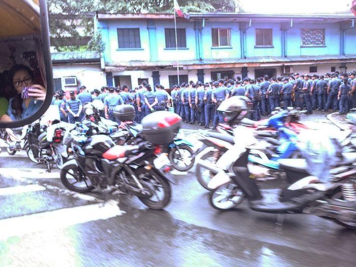 Daily Commute Philippine National Police Eyeem Philippines EyeEm Manila Morning Routine