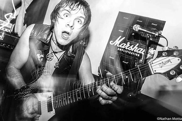 Zex (Canadá)- Estúdio Warzone, Santos, Sp.(04.02.2016) Zex Show Lightpainting Gibson Blackandwhite Pretoebranco Warzone Fotografia Flyingv Guitar Guitarra