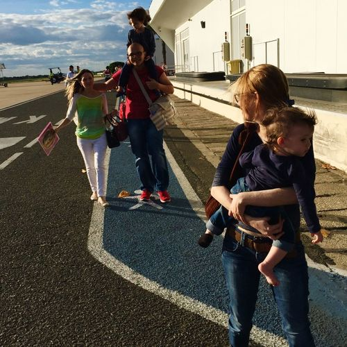 Running away Airport Vacation Time Vaction Férias At The Airport Collected Community