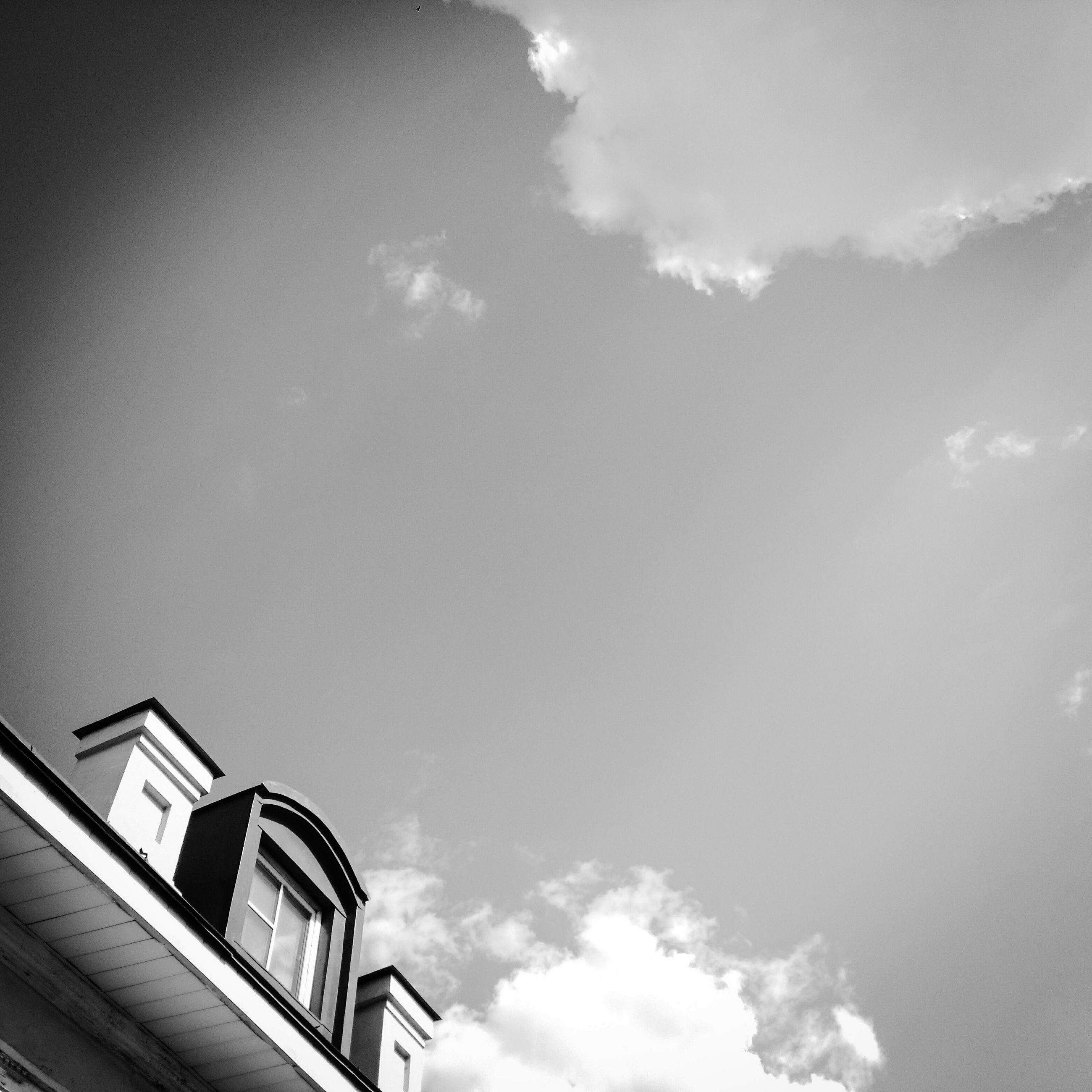 low angle view, sky, architecture, built structure, building exterior, high section, cloud - sky, cloud, blue, outdoors, day, nature, no people, cloudy, sunlight, building, copy space, beauty in nature, house, part of