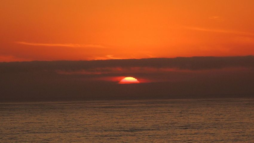 Check This Out Sundown...♥ Sun Through The Clouds Fantastic Sunset. Sunset_collection Beautiful Sunset Orange Sky Sea And Sunset Enjoying The View Enjoying The Sunset I Love This In My City Reñaca Beach , Chile